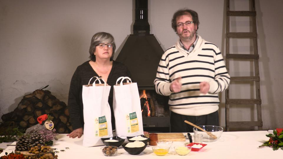 Maria Descàrrega i Jaume Teixé preparant els Boscates