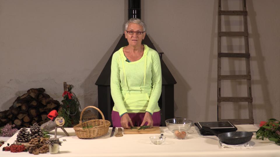 Astrid van Ginkel preparant la truita de colitxos