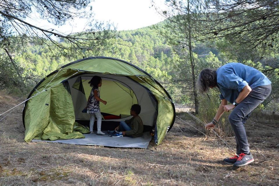 muntant les tendes