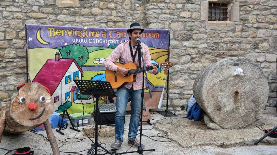 Jordi Giralt animant la festa - Clariana